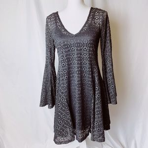 Bell sleeve v neck lace dress size small